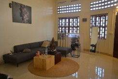 Apartment for rent on the corner in Daun Penh - Phnom Penh
