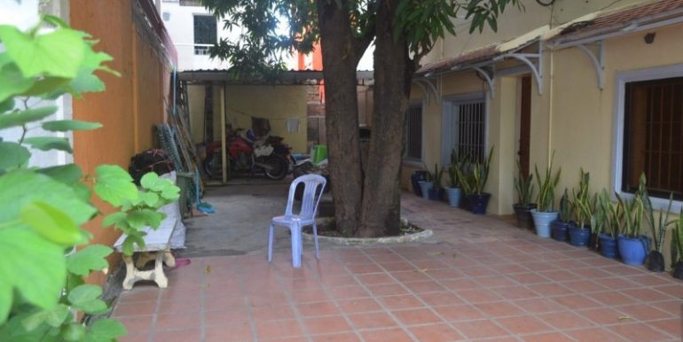 4-bedroom apartment for rent in Toul Kork (3)