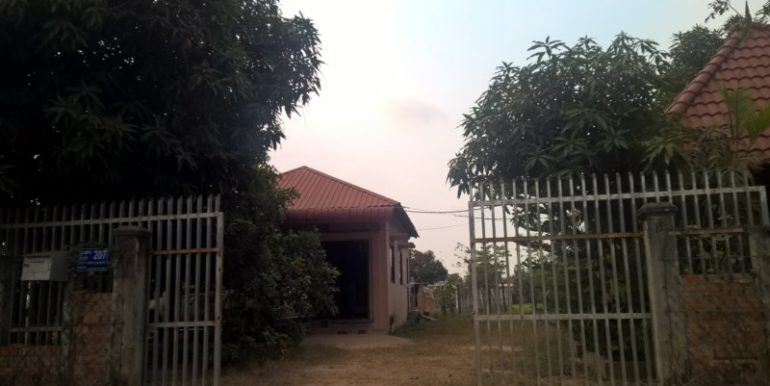 House with land for sales (1)